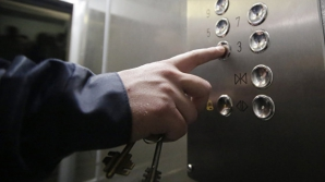 Латвийский депутат отказался ездить в лифте назло России