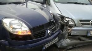 Не вписались в поворот: на Старой Почте столкнулись два автомобиля