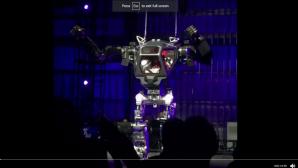 Глава Amazon испытал огромного человекоподобного робота