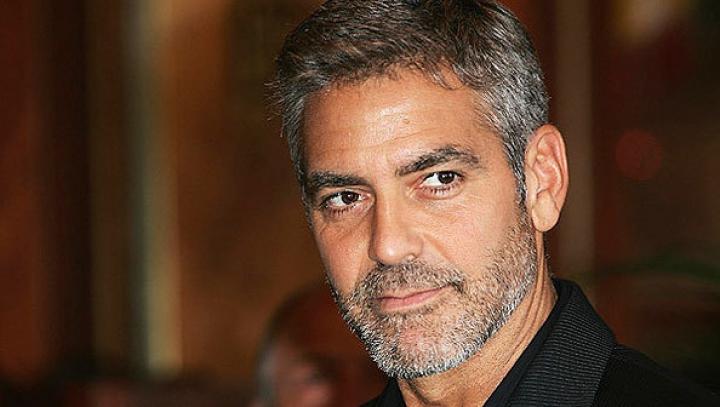 Клуни неожиданно приехал в дом престарелых поздравить свою 87-летнюю поклонницу
