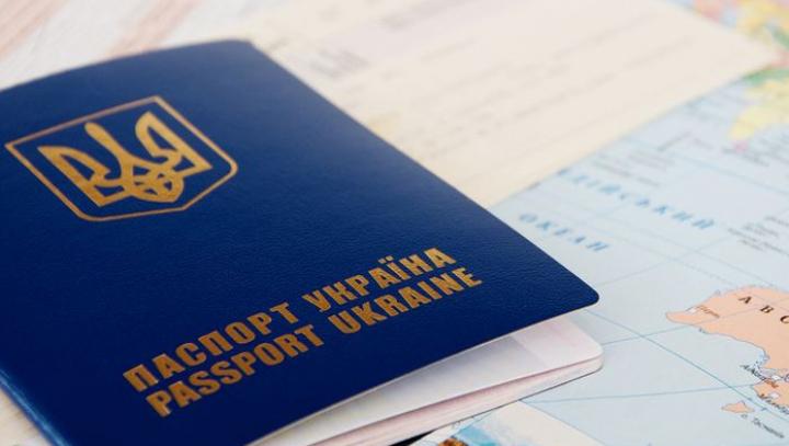 Посол ЕС назвал срок отмены виз для украинцев