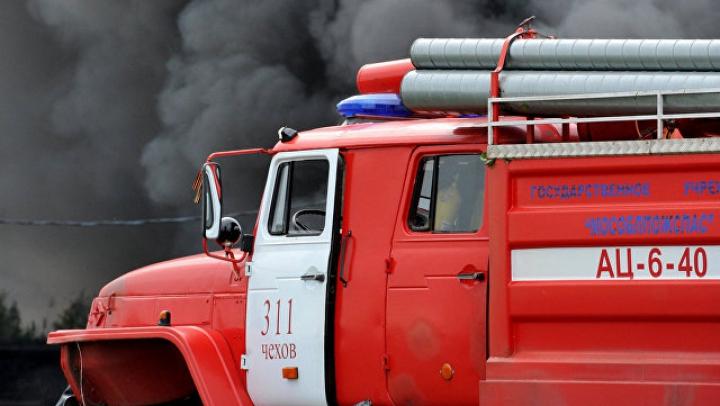 Охранники с огнетушителями предотвратили самосожжение у Госдумы