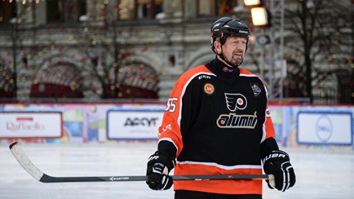 Заслуженный тренер России по хоккею Гимаев умер во время матча ветеранов