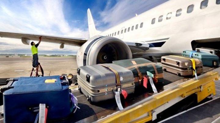 Женщина потребовала от авиакомпании 200 тысяч долларов за упавший на нее чемодан