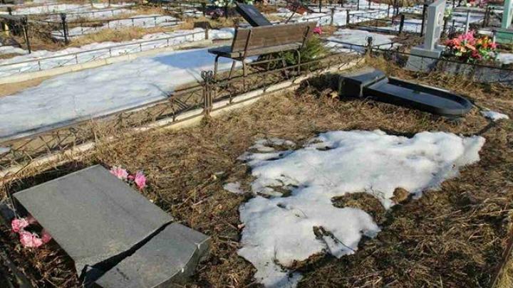 В Тверской области совершено массовое осквернение кладбища