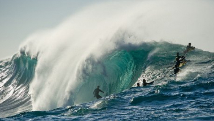 Австралийские полицейские отправились на серфинг на штурмовой лодке
