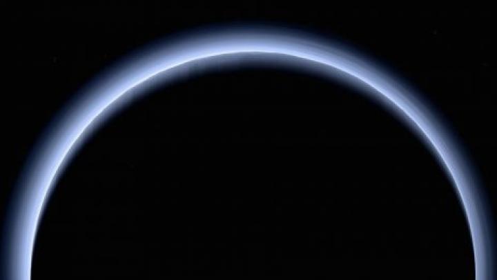 NASA показала дымку Плутона