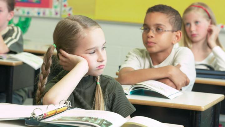 В британской школе детям запрещается икать на уроках