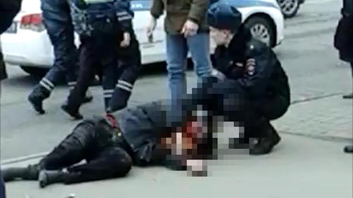 В Петербурге пьяный водитель на иномарке сбил двоих на пешеходном переходе