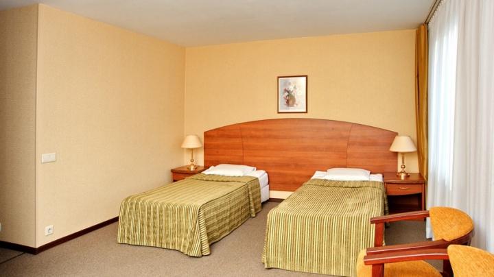 Семейная пара с ребенком обнаружены мертвыми в номере гостиницы