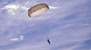 Венгерского парашютиста ветром занесло на Украину