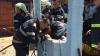 Ребенка,который вчера упал в колодец в Румынии, вытащили на поверхность