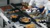 Рассерженный фанат фастфуда ворвался на кухню кафе, чтобы проучить поваров