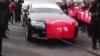 Китаец отбуксировал семь автомобилей своими гениталиями