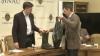 Муниципальные советники-социалисты преподнесли столичному мэру резиновые сапоги