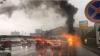 В центре Москвы автомобиль марки Maserati врезался в дорожное ограждение и загорелся