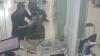 Видео: Сотрудник банка спас заложницу, предложив себя в качестве жертвы