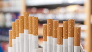 Мужчин, страдающих табачной зависимостью, в десять раз больше, чем женщин