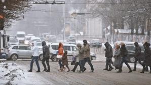В столице с последствиями непогоды борются 450 рабочих спецслужб