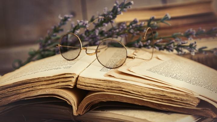 Аромат знаний: ученые выяснили, чем пахнут старые книги