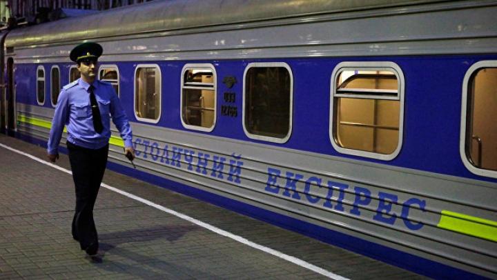 На 12 лет посадили проводника, выбросившего с поезда напарника за домогательства