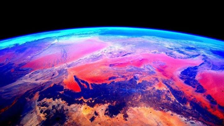 "Французский астронавт запечатлел на камеру ""защитное поле"" Земли"