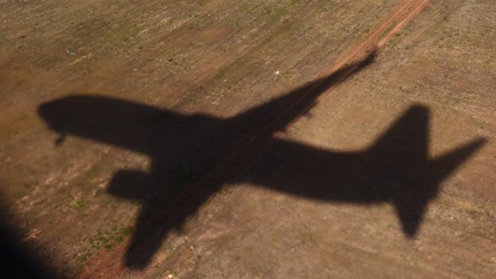Пилотов пяти самолетов ослепили лазером в Москве