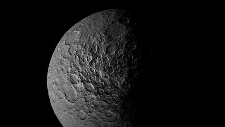 Планетологи обнаружили у Цереры гигантскую водную оболочку