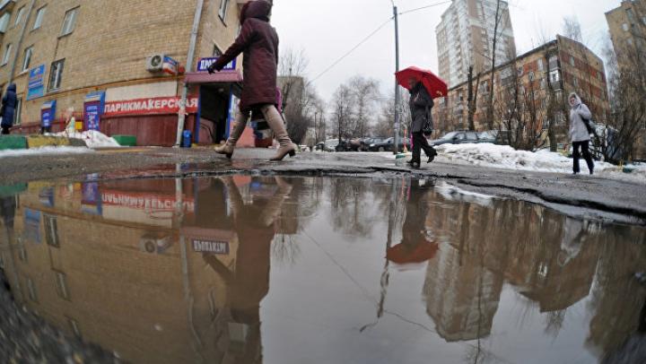 На проспекте на юго-западе Москвы образовалась шестиметровая яма