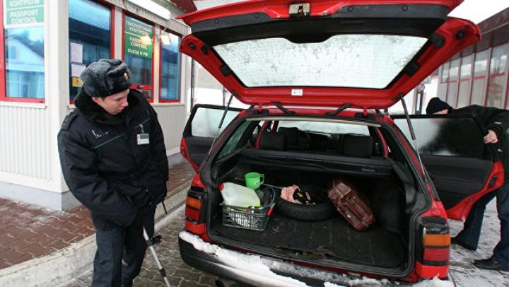 На российско-белорусской границе в багажнике машины нашли жителя Турции