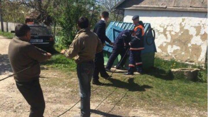 Спасатели вытащили упавшего в колодец мужчину из района Бричень
