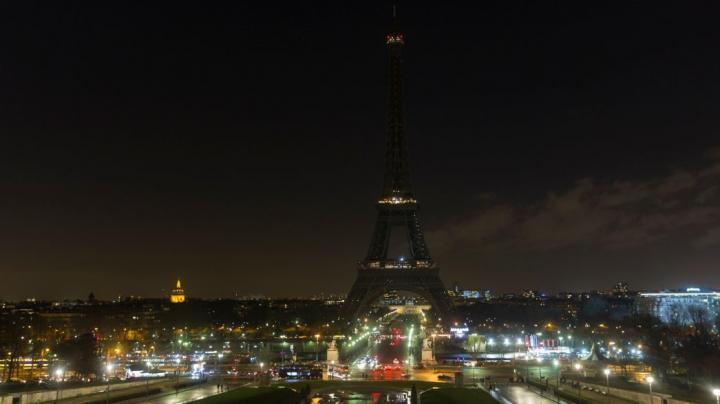Эйфелева башня погасит огни в память о жертвах теракта в Петербурге