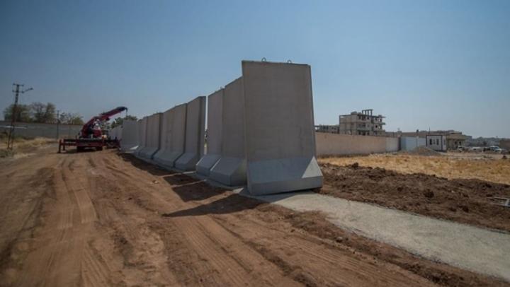 Турция построила 556-километровую стену на границе с Сирией