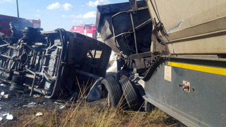 В ЮАР в автокатастрофе погибли 20 школьников