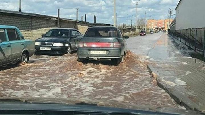В России на улицах текут реки сока из-за аварии на заводе Pepsi