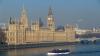 Кэмерон возмутил британцев покупкой носков без очереди