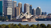 С приходом ночи Сиднейский оперный театр освещают трехмерными проекциями