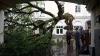 """""""Крыша, прощай"""": москвичи поделились кадрами разбушевавшейся стихии"""