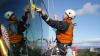 В Кишинёве началась мойка окон - на высотках по всему городу работают альпинисты