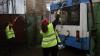 Каждую ночь десятки работников чистят и моют салоны столичных троллейбусов и автобусов