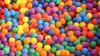 Британец заполнил офис разноцветными шариками