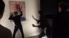 """Видео: Вандал измазал краской картину на акции """"Ночь в музее"""" в Москве"""