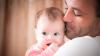 Папы уделяют новорожденным дочкам больше внимания, чем сыновьям
