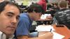 Отец решил проучить 17-летнего сына-хулигана, публикуя селфи с его уроков