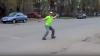 Кировчан удивил танцующий на улице мужчина: видео