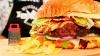 В столице приготовили бургер весом 25 килограммов