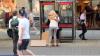Акция мусульманина на улице Манчестера растрогала прохожих и пользователей сети