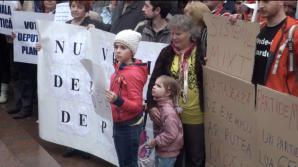 Очередная неудача: на протест оппозиции удалось собрать всего несколько сотен человек