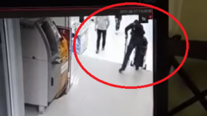 Видео: безответственный поступок отца, поставивший под угрозу жизнь ребенка
