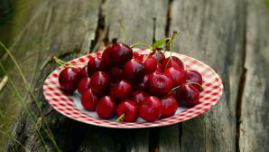 На столичных рынках появилась первая черешня, импортированная из Греции